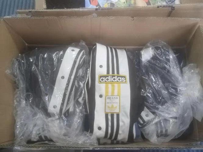 南非superbalist官网海淘Adidas运动裤
